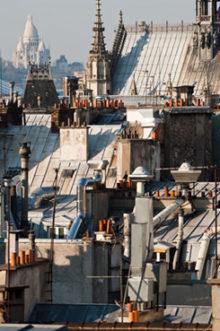 Paris, vue du Sacré Coeur, Paris 18e, là où se trouve l'atelier de sellerie de Fabien Ifirès et où tous les bijoux sont fabriqués et cousus à la main.