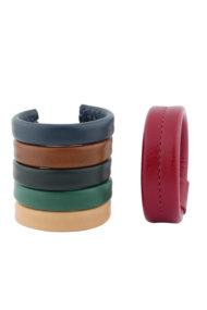 Cuirs naturels, palette de couleurs disponibles pour les manchettes minimales ornées d'une couture centrale, made in France, cousu à la main par Fabien Ifirès à Paris.