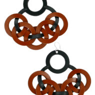 Boucles d'oreilles design Fabien Ifirès en cuir cousu à la main et crochet d'argent massif. 100% Made in France, fabriqué à la main dans notre atelier à Paris.