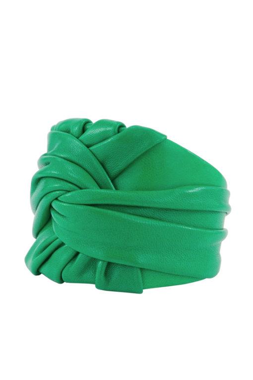 Manchette design Fabien Ifirès, bijou exclusif, drapé couture, cuir vert, fabrication artisanale à la main 100% made in France