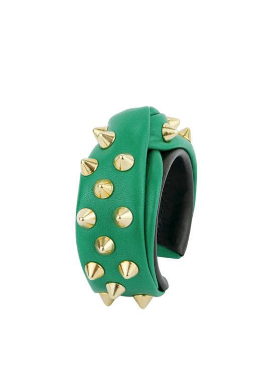 Manchette design Fabien Ifirès, drapé couture, taille moyenne, vert éclatant, pavée de clous dorés, 100% made in France